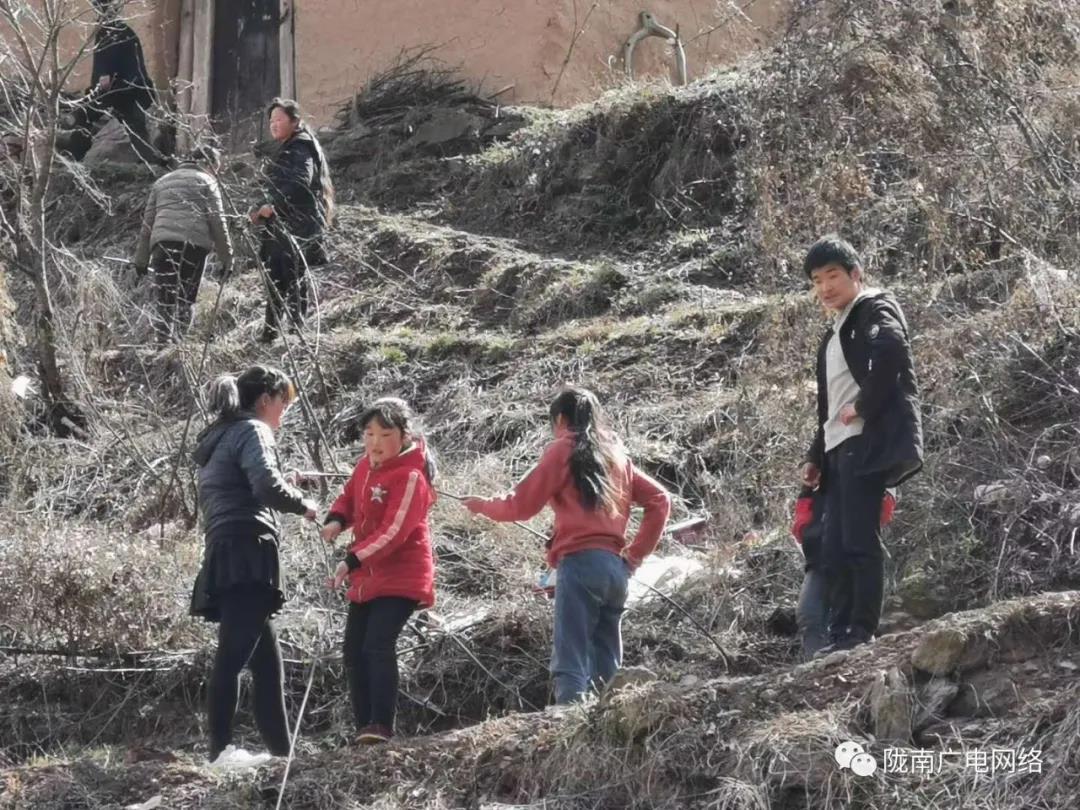 """陇南湖北快三走势图网络攀山越岭架""""桥梁"""",为山村带去知识与..."""